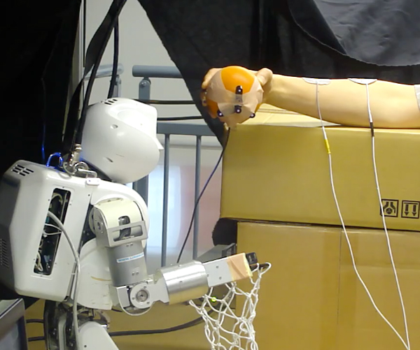 project assist robot contorls human arm by lirmm