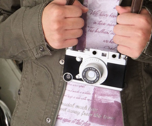 Gizmon iCA Camera Case Turns New iPhones into Old Leicas