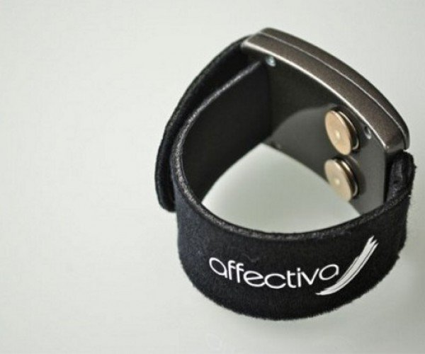 Q-Sensor Bracelet Determines Your Mood and Tweets About It