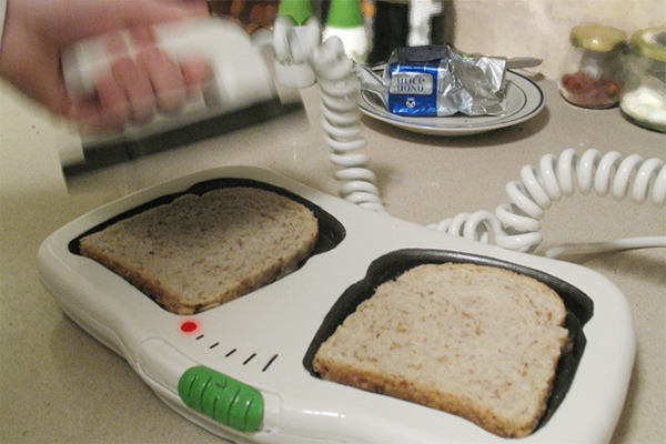 defibrillator toaster by shay carmon 3