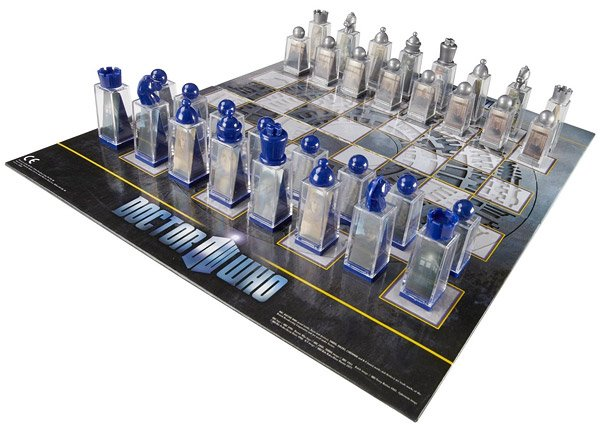 doctor_who_lenticular_chess_set_1