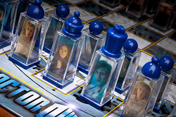 doctor_who_lenticular_chess_set_2