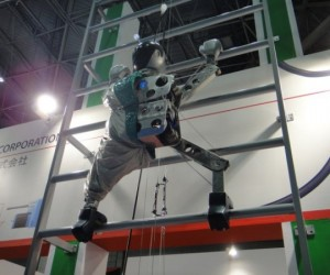 Dream Robo Climbs Ladders, Soon Tall Buildings