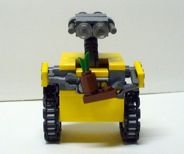LEGO WALL-E is The Cutest Little Garbage Collecting Robot You'll Ever Lay Eyes on