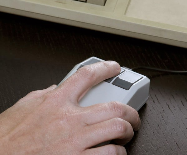 Retro USB Mouse Sends Your Computer Back… to the Past