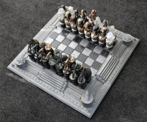 Aliens vs. Predator Chess Set: Alien Queen to Predator King, Checkmate!