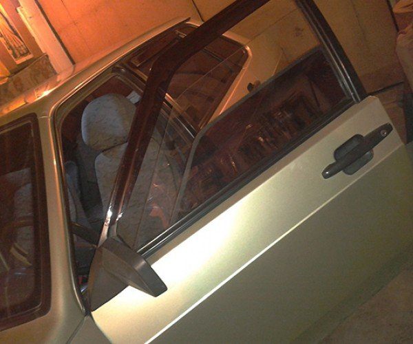 Car with Dual Power Windows: Now it's Tinted, Now it's Not