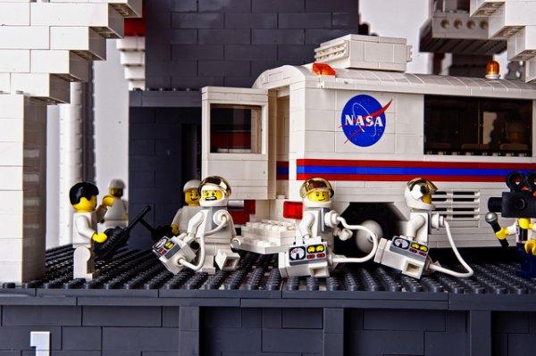 lego rocket1