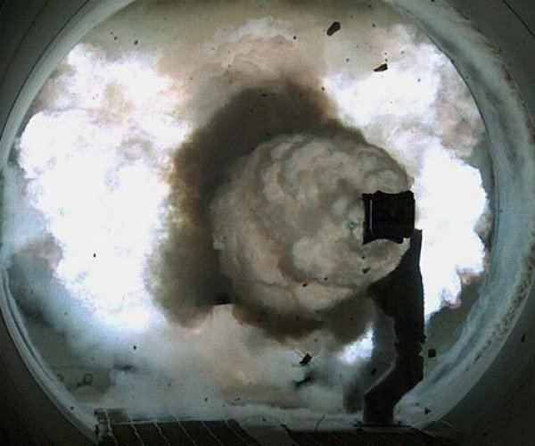 Navy's Electromagnetic Rail Gun Prototype Tosses Projectiles at up to 5600MPH!