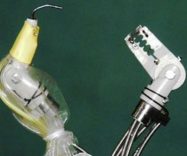 Crab-like Robot Removes Stomach Cancer, Doesn't Crawl Sideways