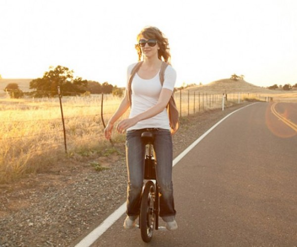 Self-Balancing Unicycle Version 2.0 Keeps You Upright up to 12 Miles