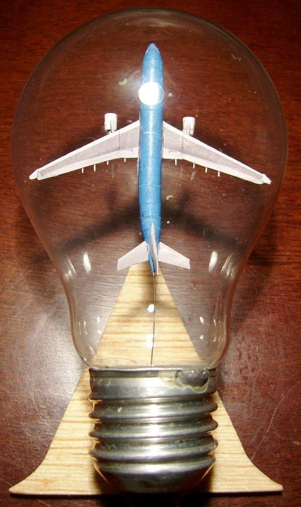 tiny_airplane_in_lightbulb_4