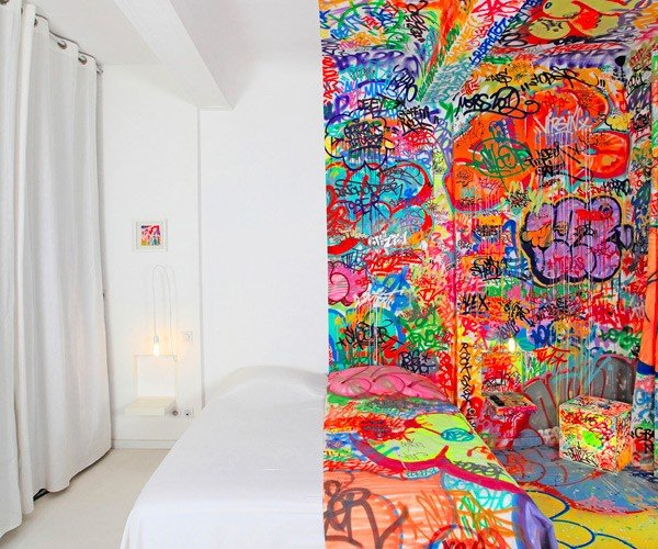 "French Hotel's ""Panic Room"" Has a Split Personality"