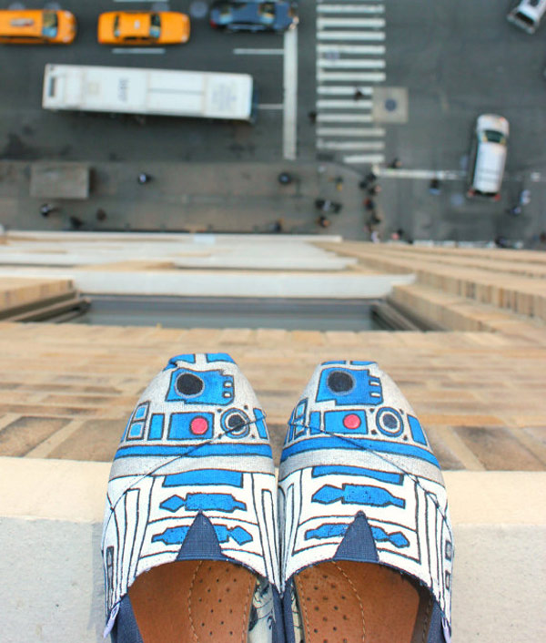 r2dshoe-handpainted-etsy r2-d2 droid star wars