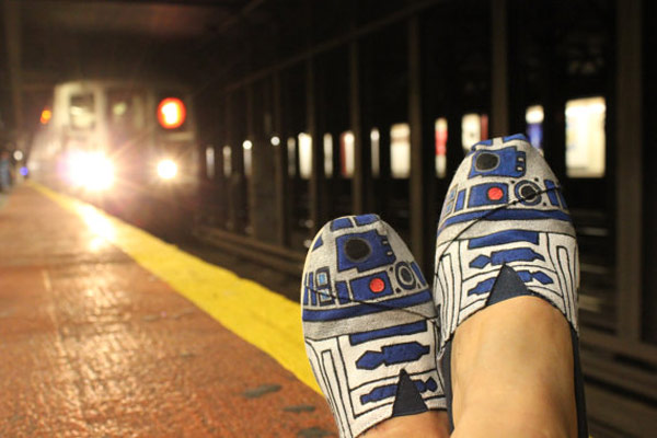 r2shoe-subway r2-d2 droid star wars