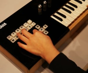 Vocaloid Keyboard Literally Lets Its Keys Do the Talking