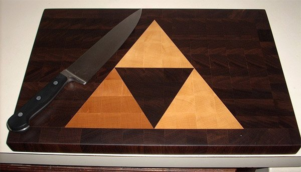 zelda_triforce_cutting_board