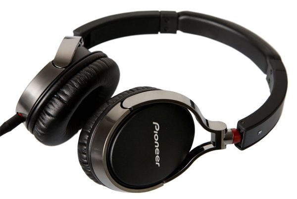 Pioneer SE MJ591 headphones
