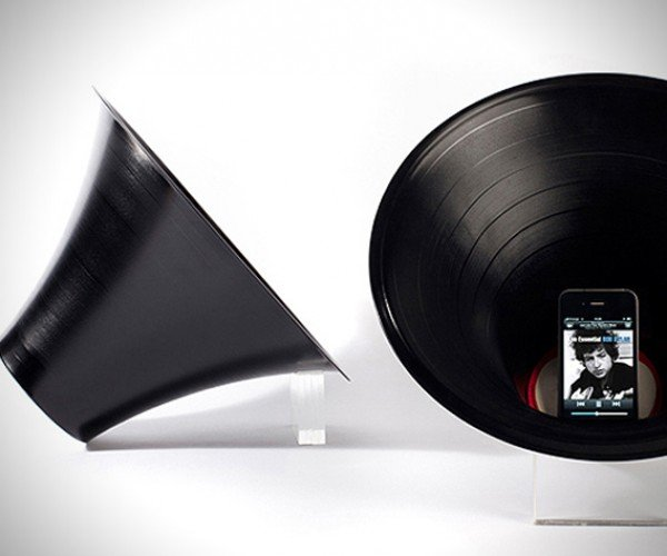 Change The Record iPhone Amp Puts Old Records to Good Use