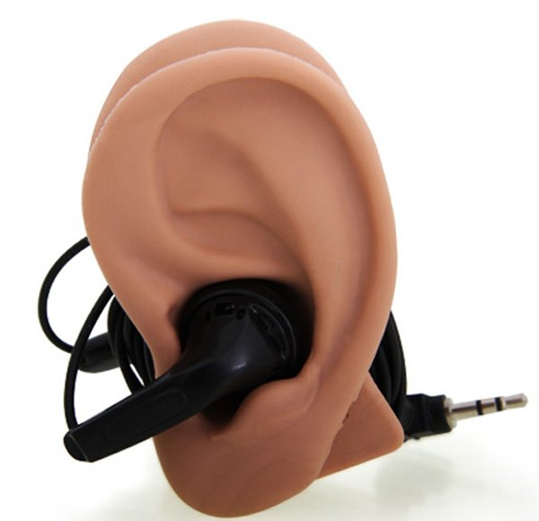 earphone-fake-ear-tidy-cord-side