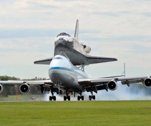 Space Shuttle Discovery Lands in Washington After its Final Flight