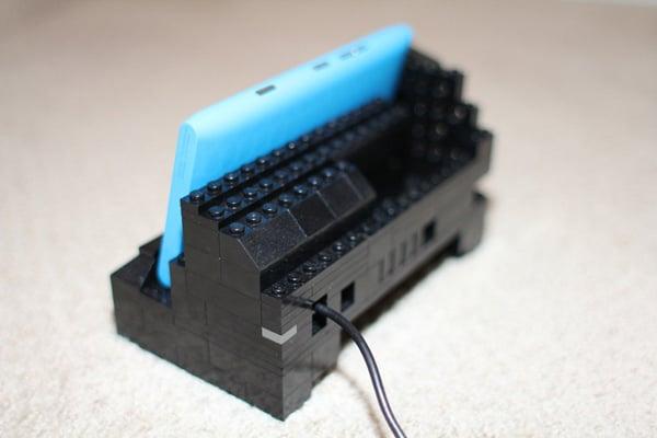 lego-nokia-lumia-900-charging-dock-back