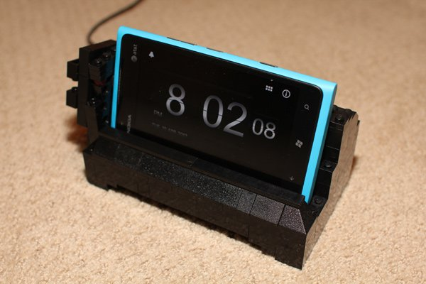 lego-nokia-lumia-900-charging-dock