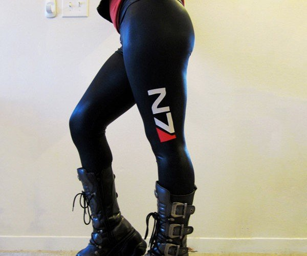Mass Effect Leggings: Allure +20%