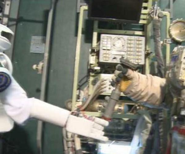 SAR-400 Robot is Russia's Answer to NASA's Robonaut 2