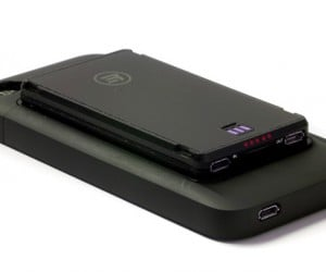 Third Rail iPhone Battery Case Charges Other Gadgets at No Extra Charge