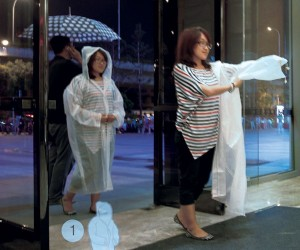 Telescopic Raincoat Concept Turns from Raincoat to Bag in Seconds