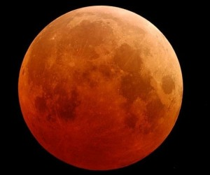 Sky-Watching Geeks are in for a Treat This Weekend with a Supermoon