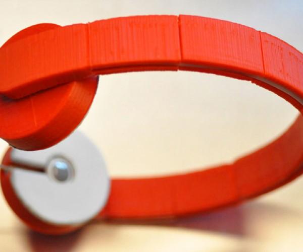 Adapter Turns Earbuds into Headphones