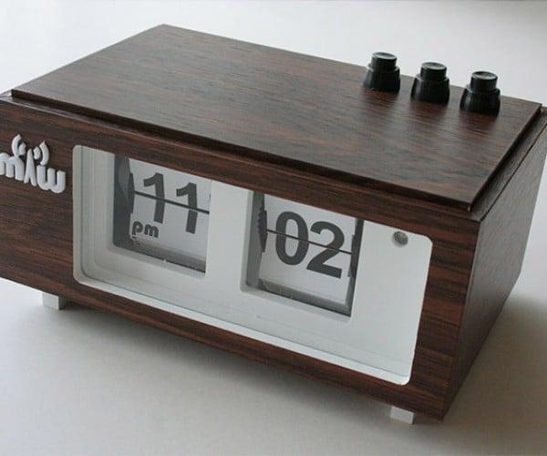 Homemade Flip Clocks: Retro Looks with a Custom Touch