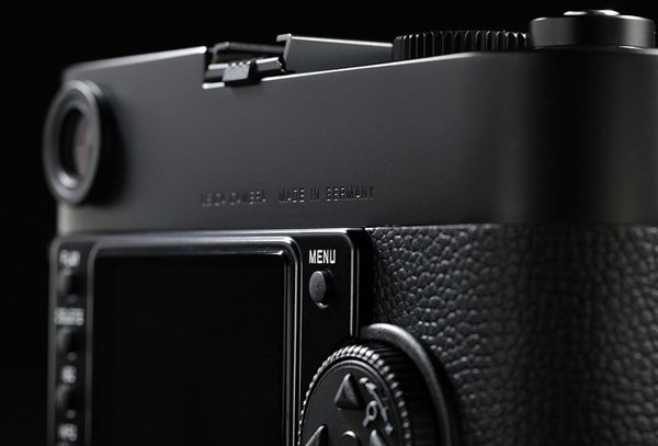 leica m monochrom camera back