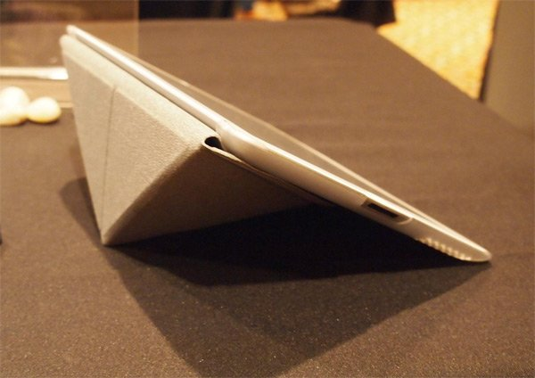 moshi iglaze versacover ipad close up