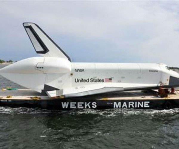 Space Shuttle Enterprise Gets Wing Damage on its First Boat Trip