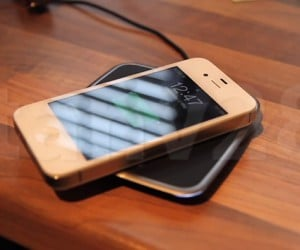 iPhone 4S Wireless Charging Mod Goes Well With Wireless Syncing