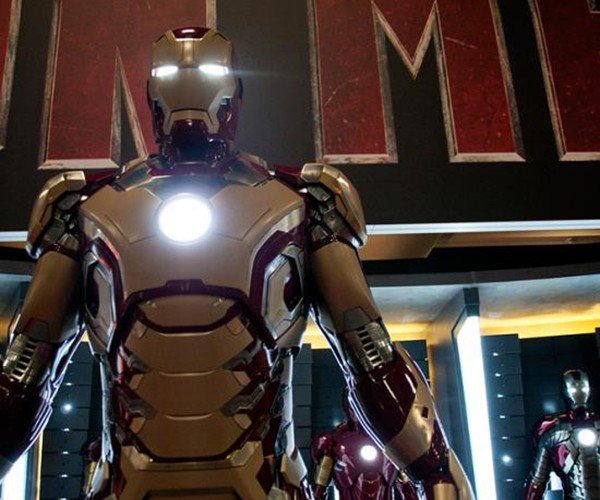 Iron Man 3 Signature Armor: Gold and Gold and Gold and Crimson