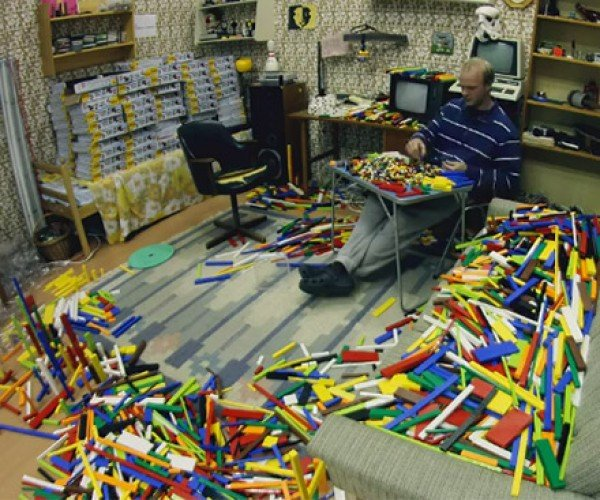 Geek Accomplishment: 65,000 LEGO Bricks Sorted in 71 Hours