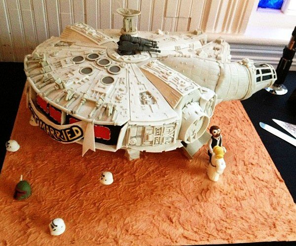 Millenium Falcon Cake: She May Not Look Like Much but She Has Frosting Where It Counts