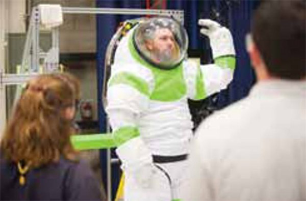 new_nasa_spacesuit