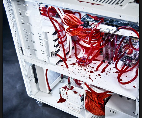 White Silence PC Casemod Wants to Suck Your Blood
