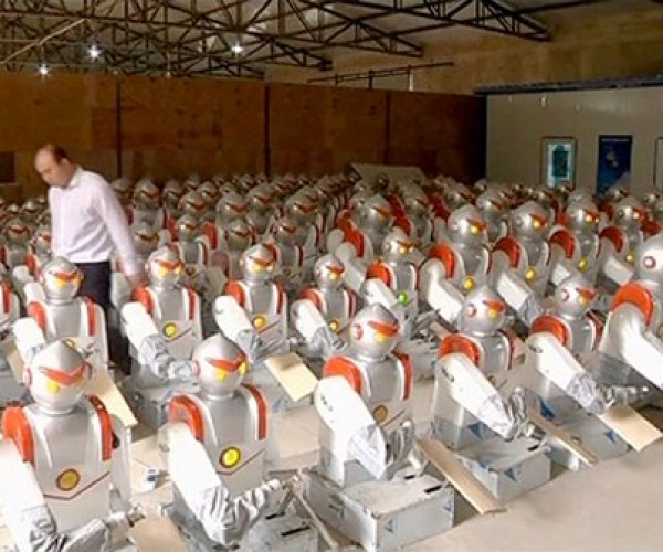 Chef Cui Robot Slices Noodles in China, Noodle Slicers Union Revolts