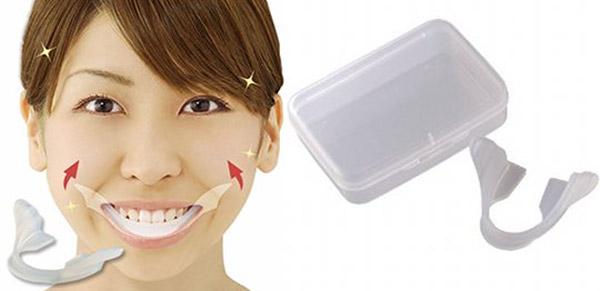 happy_smile_trainer_weird_japan