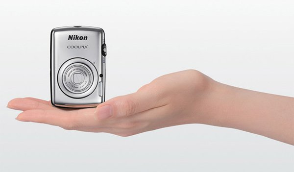 nikon coolpix s01 tiny camera palm hand