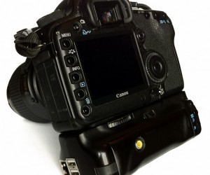 Raspberry Pi Embedded in Battery Grip Smartens up DSLR