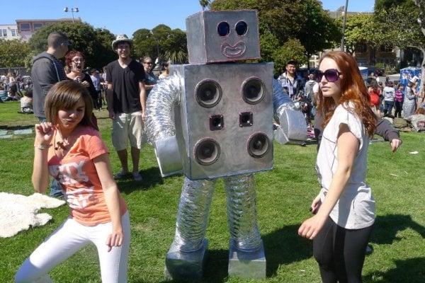 [Bild: robot-dance-party-in-the-house.jpg]