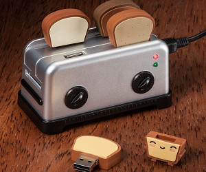 Toaster USB Hub and Toast Flash Drives: Ready to be Jammed with Data