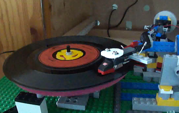 lego_record_player